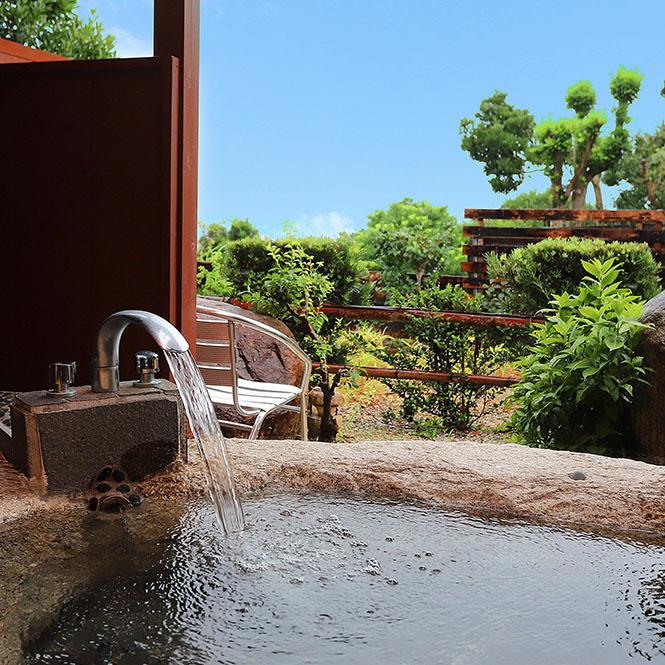 客室の温泉露天風呂